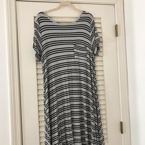 Gray and black thin striped Carly XL!